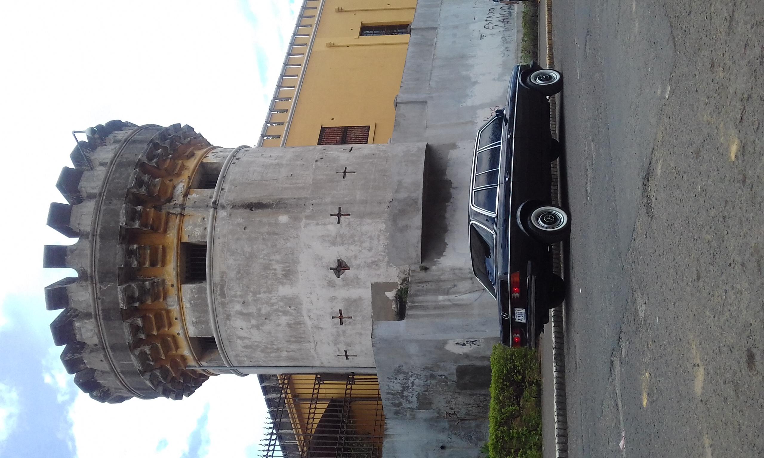 CASTLE AND LIMOUSINE MERCEDES 300D LANG . SAN JOSE COSTA RICA.jpg