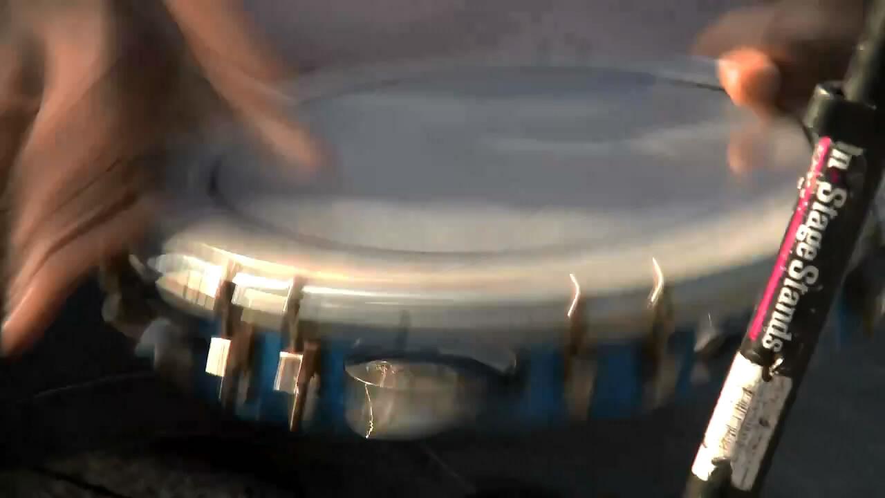 Samba de Viola Playing For Change_(720p).mp4_snapshot_01.27_[2011.03.23_21.24.52].jpg